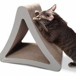3-dimensional-cat-scratcher