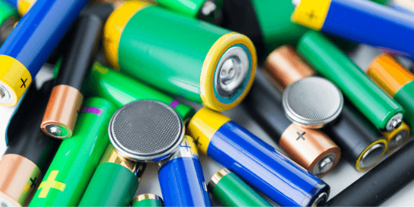 batteries harmful for dogs - canva