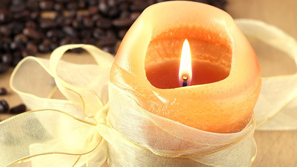 scented-candle-with-ribbon.jpg